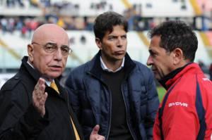 Pablo Cosentino, al centro, tra Galliani e Pulvirenti (getty images)