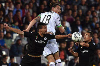 CESENA, ITALY - MAY 24:  Jon Errasti (L) and Zoran Kvrzic of Spezia and Milan Djuric of Cesena battle for the ball during the Serie B playoff match between AC Cesena and AC Spezia on May 24, 2016 in Cesena, Italy.  (Photo by Tullio M. Puglia/Getty Images)