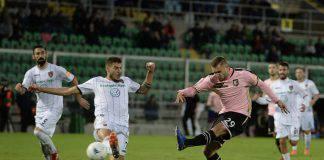 Dopo la pausa per gli impegni delle Nazionali, in Serie B si scende di nuovo in campo per la 30esima giornata: Cosenza-Palermo e Lecce-Pescara i match clou