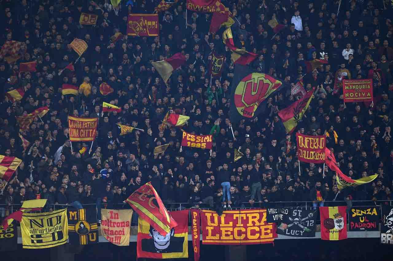 Lecce tifosi scontri Bari Roma pullman fiamme autostrada Cerignola