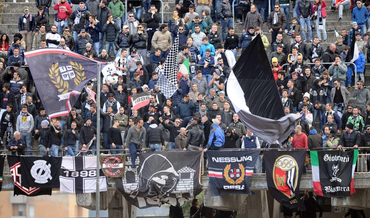 Ascoli, dura contestazione: confronto tifosi-Pulcinelli