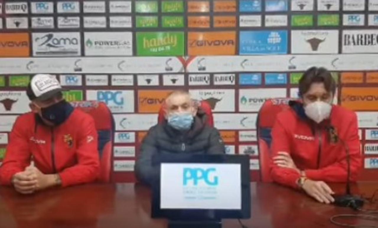 Casertana - Viterbese, squadre in campo per il riscaldamento