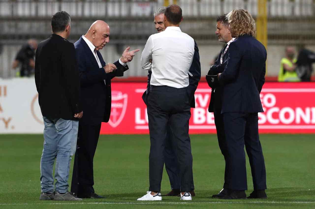 Galliani del Monza parla con la dirigenza della Juventus prima del Trofeo Berlusconi. Foto ©Getty Images.