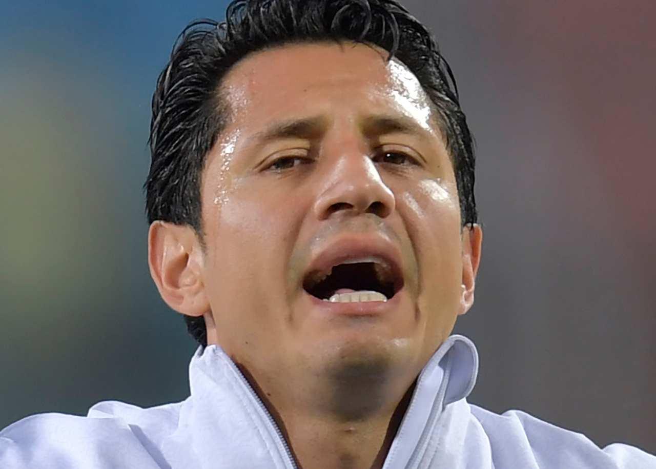 Nazionale peruviana: Gianluca Lapadula canta l'inno nazionale (foto di Pedro Vilela/Getty Images).
