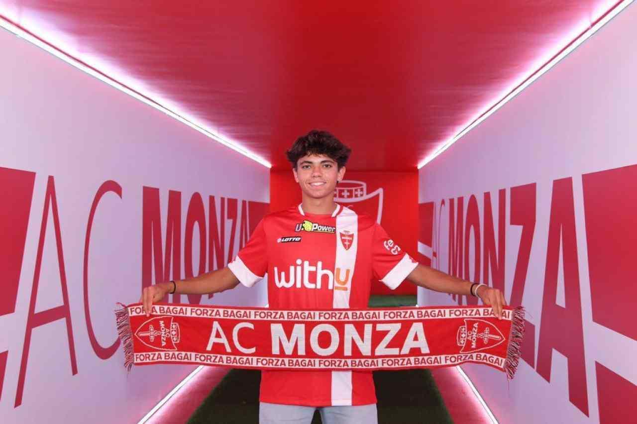 Monza, Samuele Vignato firma un triennale a soli diciassette anni. Foto ©AC Monza).